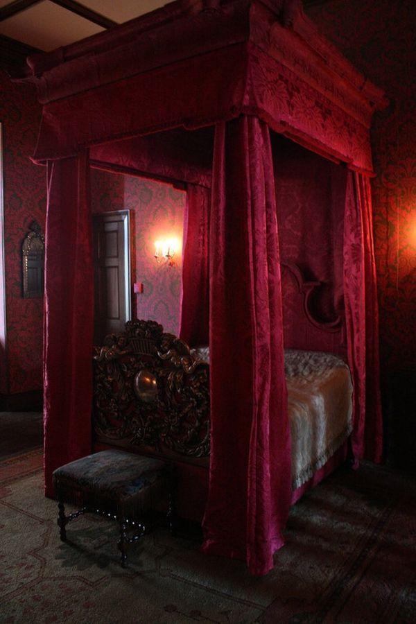 gothic-bedroom-8