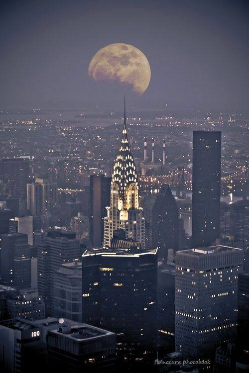 moon-chrysler-building