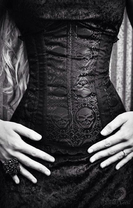 skull-pattern-corset